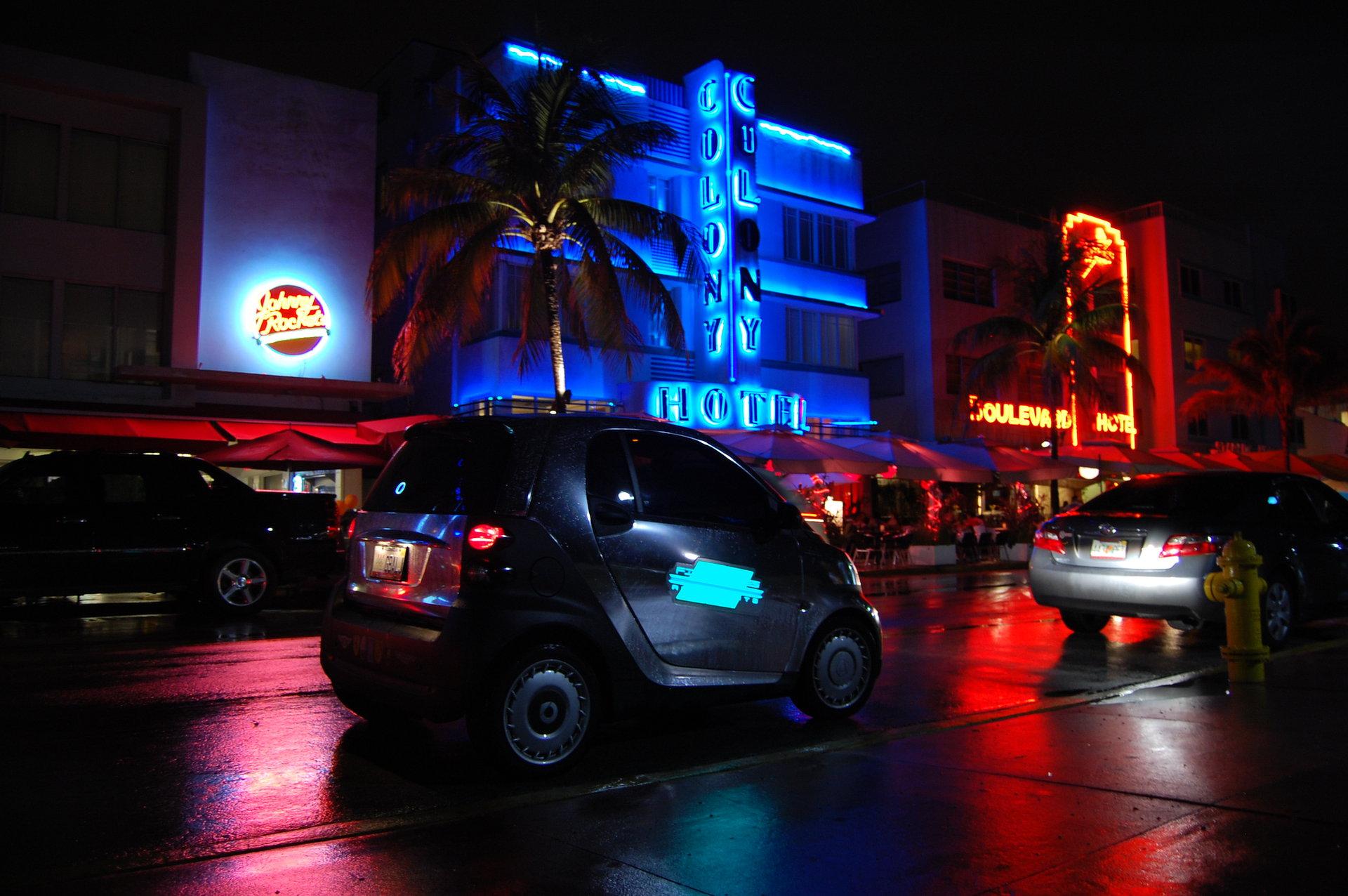 Electroluminescent store Miami