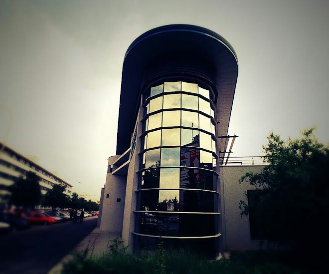 Lyon electroluminescent store
